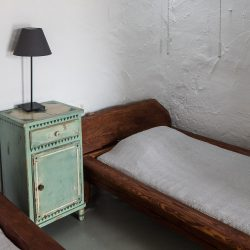 Water room: single bed